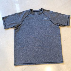 Men's Nike Dri-Fit Grey Short Sleeve Shirt Size L